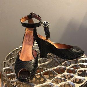 Corso Como Shoes - Black Corso Como Snake Skin Wedge Sandal