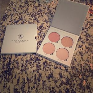 Anastasia Beverly Hills Other - Anastasia Beverly Hills Gleam Glow Kit