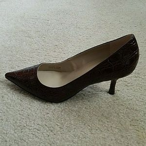 Ellen Tracy Shoes - NWOT - ELLEN TRACY BROWN LEATHER CLOSED TOED HEELS