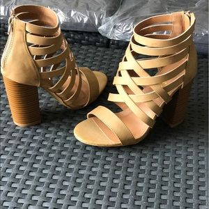 Ladies high top high chunky heels strappy sandals