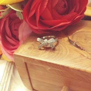 Jewelry - Silver tone & crystal bow ring