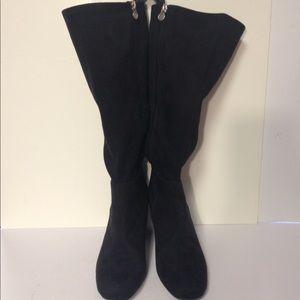 Dana Buchman black suede boots heel 7