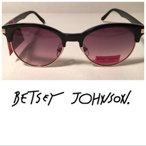 Betsey Johnson Accessories - NEW Betsey Johnson Retro Style Sunglasses