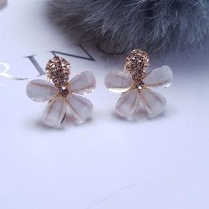 Jewelry - Swarovski Elements Crystal Shell Flower Stud