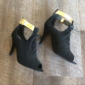 Qupid Shoes - NWOT Velvet high heels booties