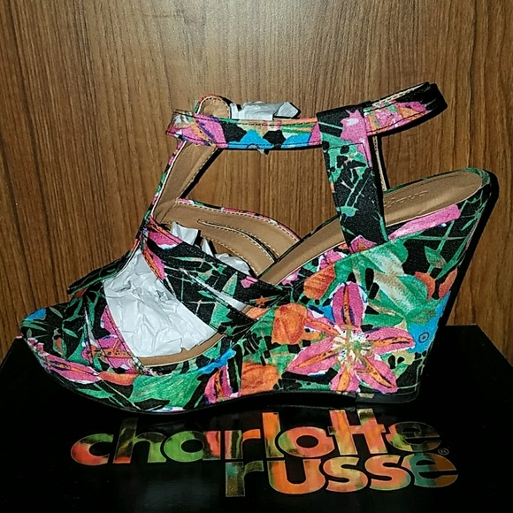 504a9abe2bf5f0  FINAL PRICE  Nwt Charlotte Russe floral wedge