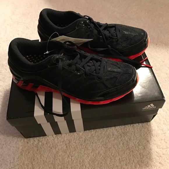NIB Adidas running shoe blackred 6 12 NWT