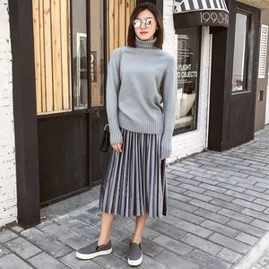 Dresses & Skirts - 🆕Beautiful velvet metallic gray pleated skirt