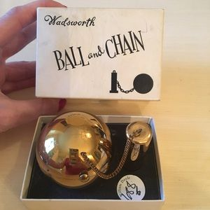 Vintage 1940s Rare Wadsworth Ball & Chain Compact
