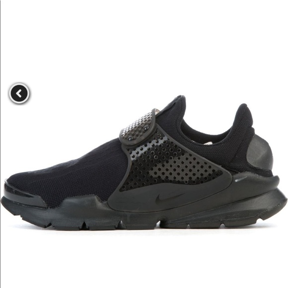 best sneakers bc0fc 11320 NWOT Nike Sock Dart triple black sneakers, size 6