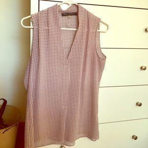 Like new! Rose & Olive sleeveless blouse.