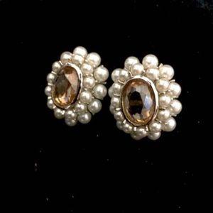 Jewelry - Vintage pearl gem earrings