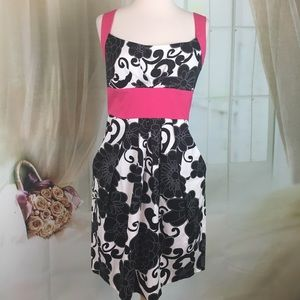 B. Smart Black Floral Print Sleeveless Dress