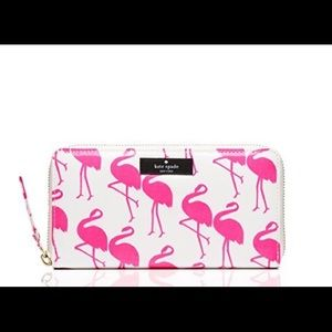 Kate Spade Daycation wallet in Flamingo