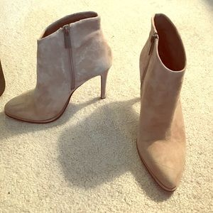 Size 7 Vince Camuto Suede Taupe booties