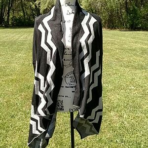 Sweaters - Chevron cardigan black and white with long sleeves