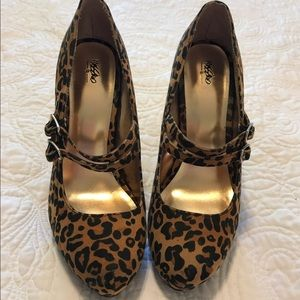 NWOT Mossimo Leopard Print Heels Size 8