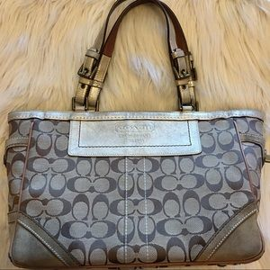 Coach Handbags - 💋SALE💋Coach Signature Gallery Tote