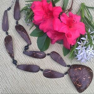 Jewelry - Awesome coconut shell necklace