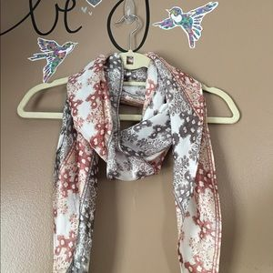 Vince Camuto SILKY SPRING SCARF!