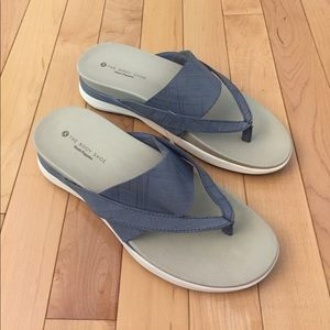 Hush Puppies Shoes - NEW Hush Puppies Grey Leather Flip Flops Size 7