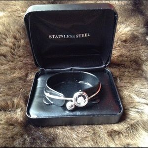 Accessories - NWT Stainless Steel Heart Bangle Bracelet