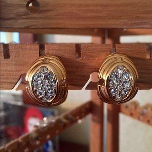 Nina Ricci Jewelry - Vintage Nina Ricci gold clip-on earrings