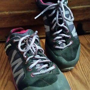 Scarpa Shoes - Grey & Purple Scarpa Shoes - Unisex
