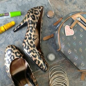 Steve Madden Shoes - Steve Madden Leopard Print Heels Size 8