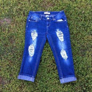 No Boundaries Pants - Distressed frayed denim capris