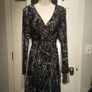Liz Lange Maternity wrap dress medium