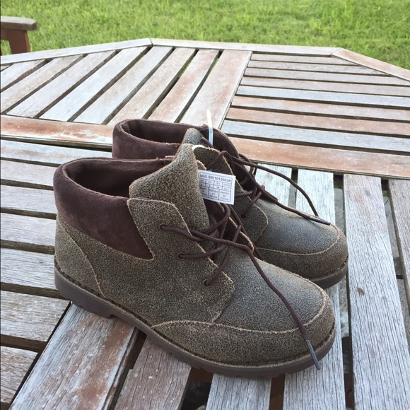 c46ae638617 Brand New Kids UGG Orin Bomber Boots Size 4 NWT