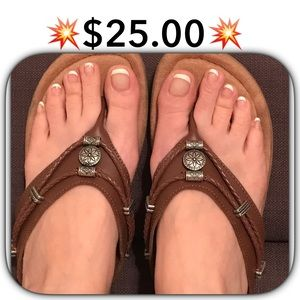 Minnetonka Shoes - 💥$25.00💥SILVERTHRONE WEDGE SANDAL 💕