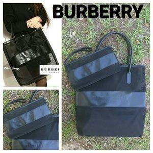 Burberry Handbags - Burberry Fragrance Bag & Wristlet Make Up Black