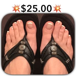 Minnetonka Shoes - 💥$25.00💥SILVERTHRONE WEDGE SANDAL.