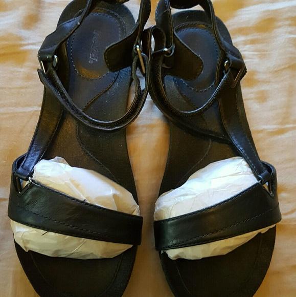 6bb7843b623 Teva Capri Universal Sandals. M 591085ec56b2d6a46c0054c3