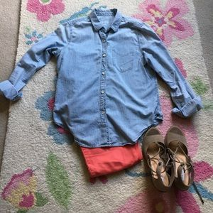 Gap Chambray button down shirt