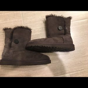 big kid button Bailey Ugg boots