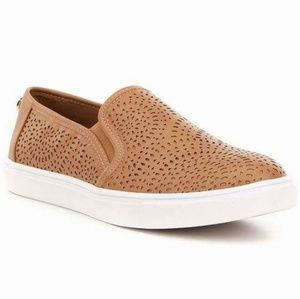 LIMITED TIME SALE **Steve madden slip on sneakers