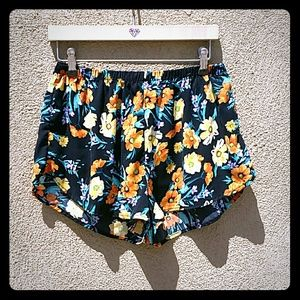 Ambiance Apparel Pants - LARGE AMBIANCE APPAREAL LIGHT FLOWY FLOWER SHORTS