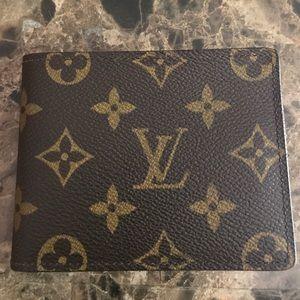 Louis Vuitton Monogram Men's Bi Fold Wallet