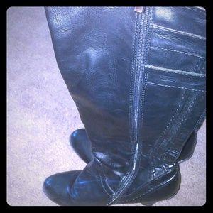 Shoes - Womens calve high boots