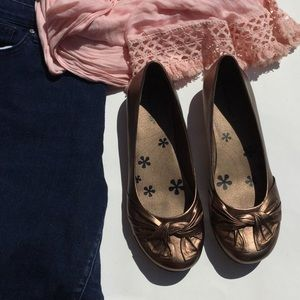 Barefoot Dreams Shoes - Bronze Twisted Beartraps Flats