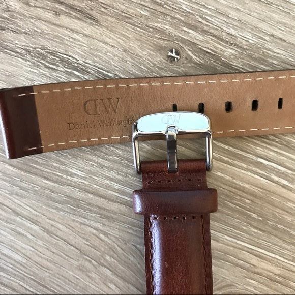 how to clean daniel wellington leather strap