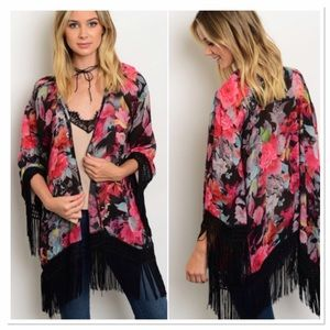 Threadzwear Tops - 🆕 Floral Fringed Kimono