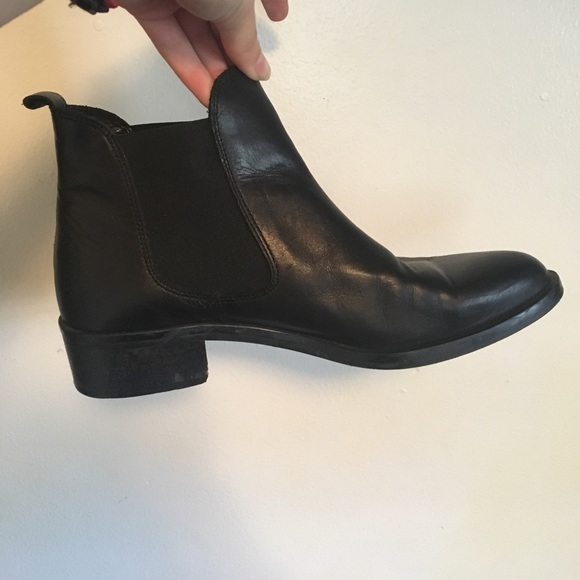 Very Cute Black Pointy Ankle Boots
