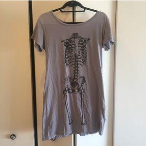 Wren Dresses & Skirts - Wren Printed T-Shirt Dress