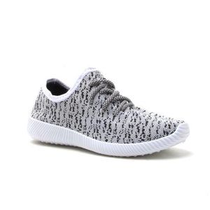Black/White Light Weight Sneakers