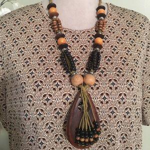 STUNNING STYLISH WOODEN NECKLACE
