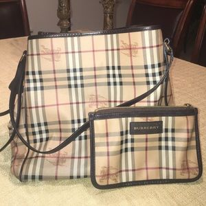 Burberry Handbags - Authentic Burberry purse